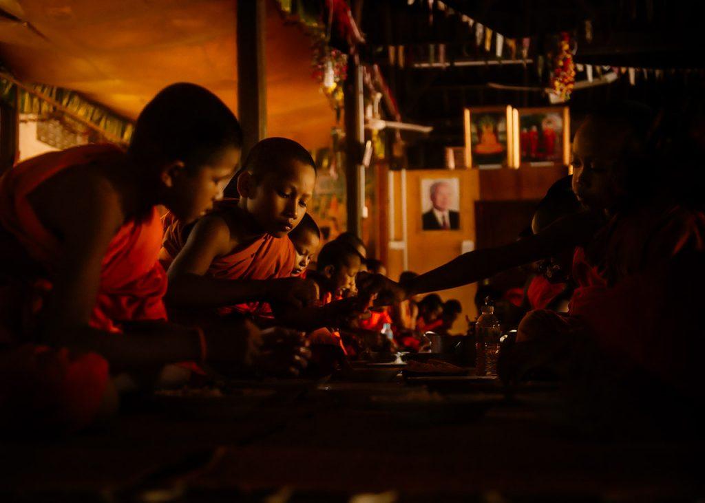 monks eat breakfast in angkor